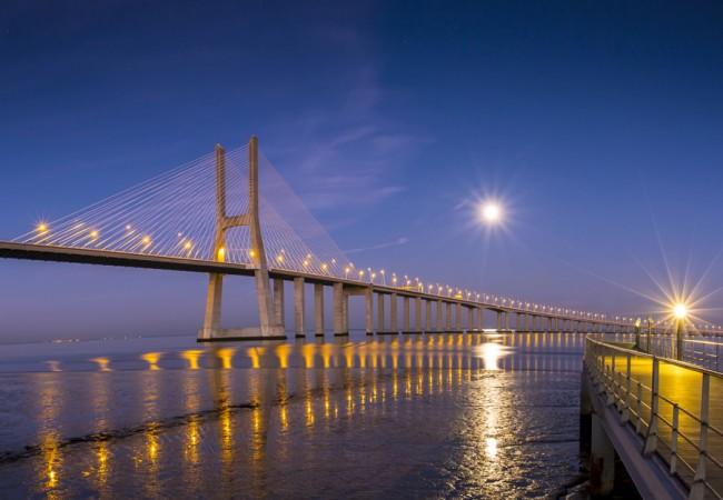 Die Vasco da Gama Brücke in Lissabon